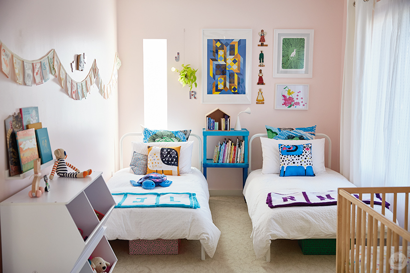 This Children S Room Design Includes Two Twin Beds A Crib Lots Of Books