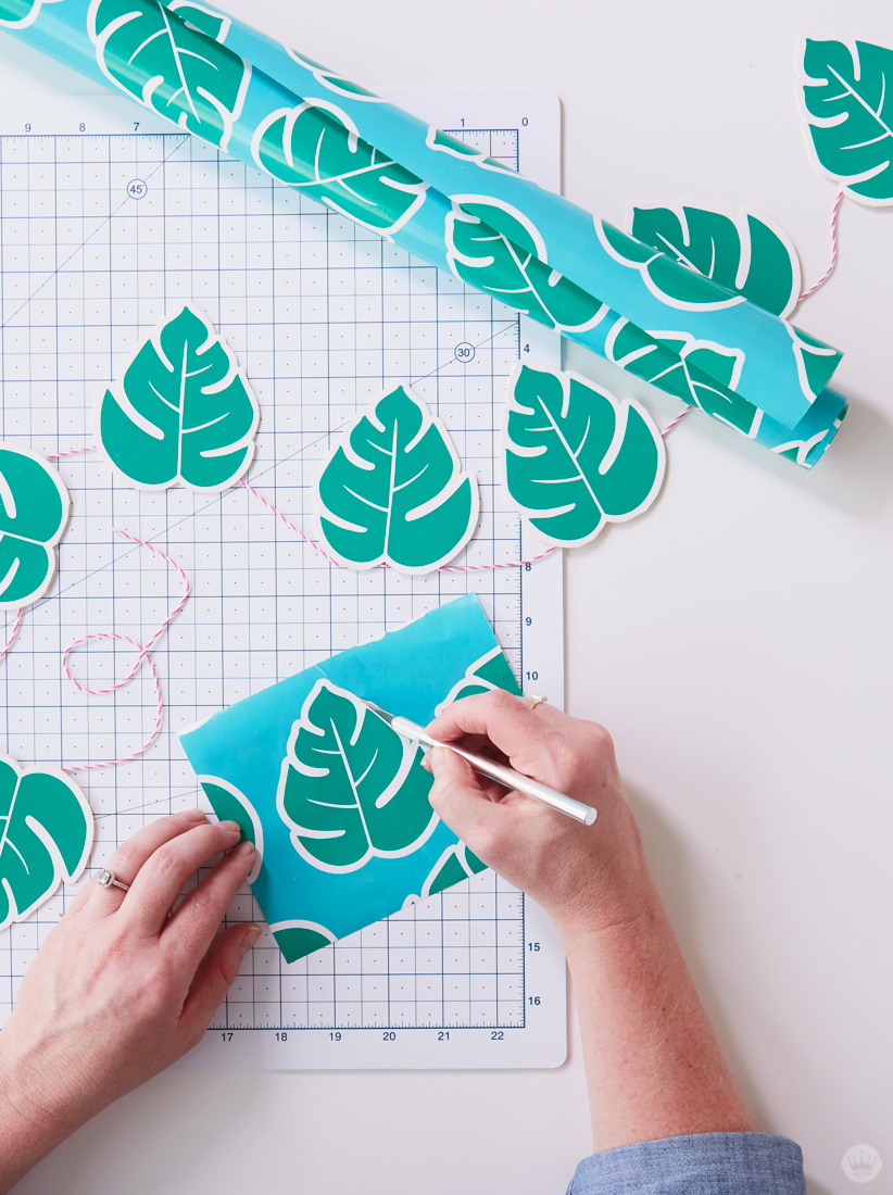 Creative Wrapping Paper Party Decorations   thinkmakeshareblog.com