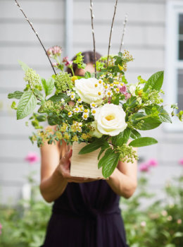 Simple, modern flower arrangements: 4 tips to try