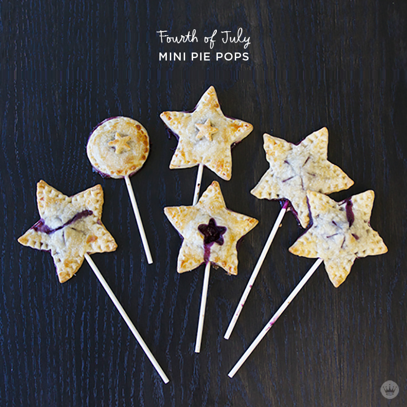 Fourth of July mini pie pops | thinkmakeshareblog.com