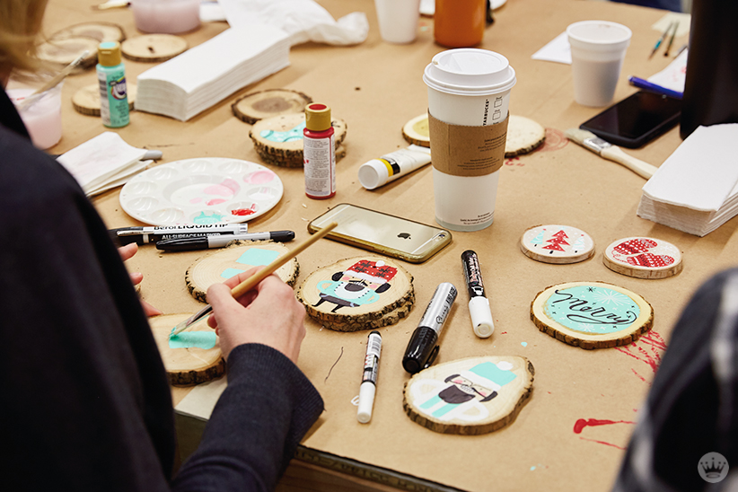 DIY ornament ideas: Hand painting wood rounds