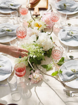 How to create floral table decorations from your garden