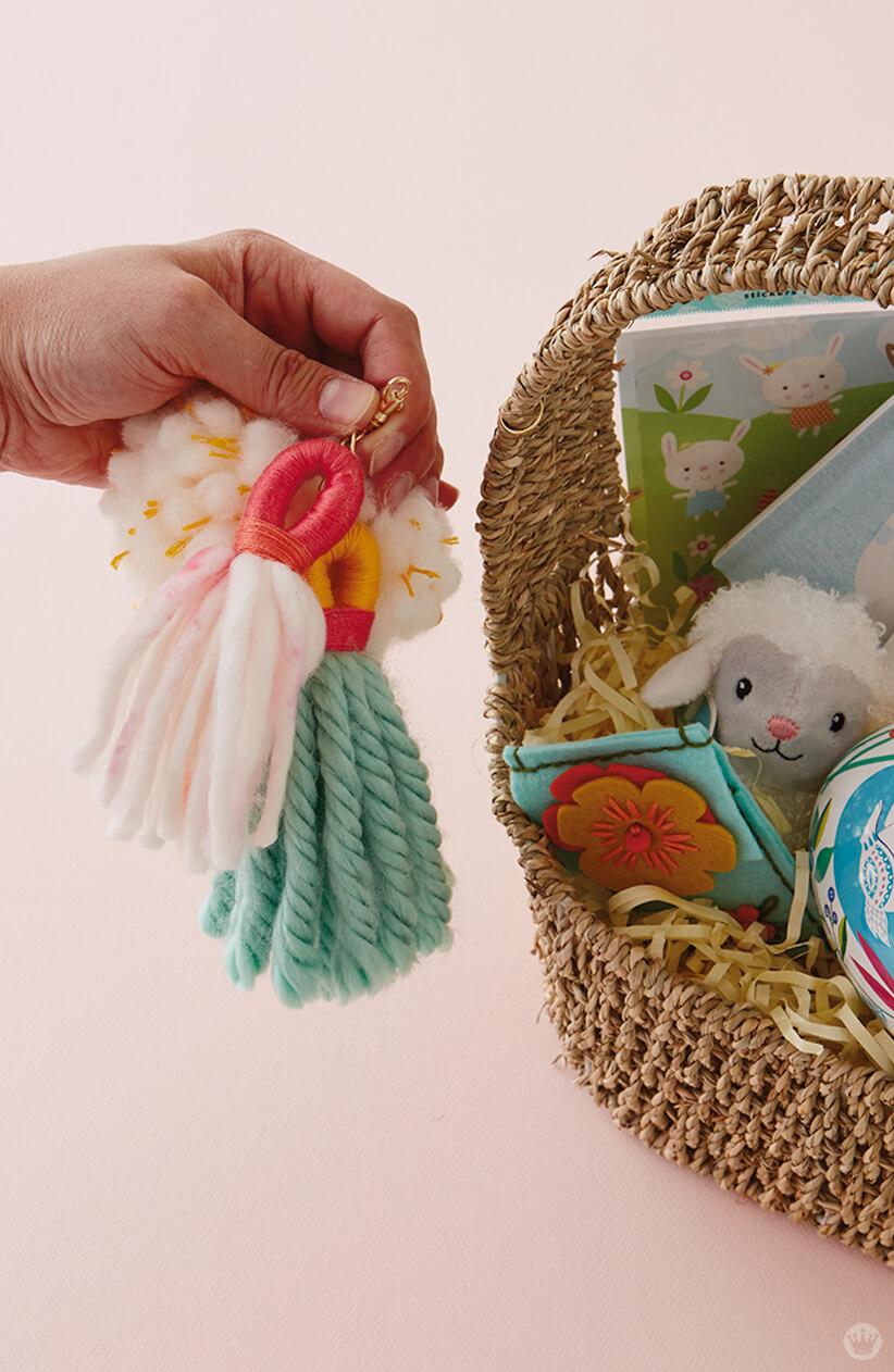 DIY Chunky Yarn Keychain with pom pom and tassels