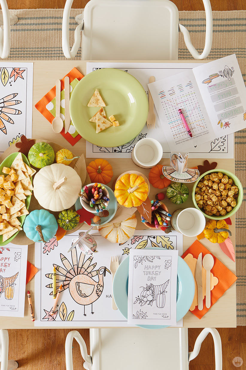 Thanksgiving Kids' Table Crafts: Table set with pumpkin centerpieces and coloring activities
