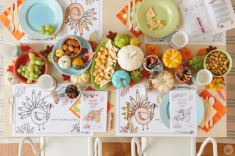 thanksgiving kids' table crafts : Table set with Thanksgiving coloring activities
