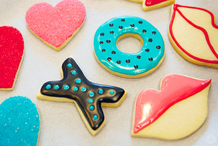 Cookie decorating 101: Valentine\'s Day sugar cookies with royal ...