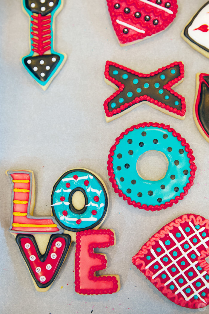 Cookie decorating 101: Valentine's Day sugar cookies with ...