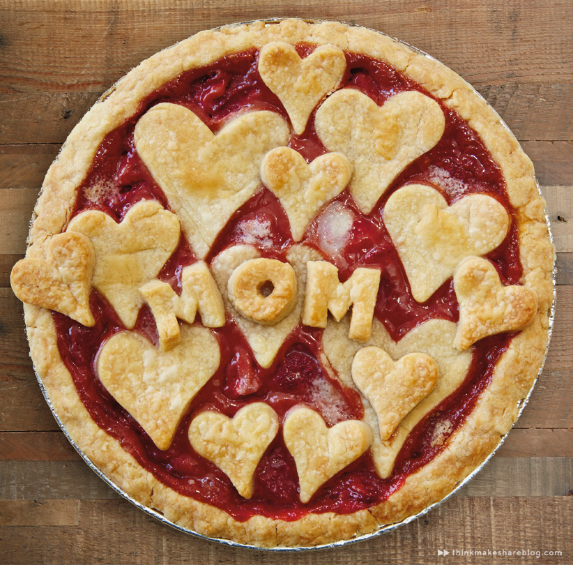 making strawberry pie for Mom with Hallmarker Stephanie Young | thinkmakeshareblog.com